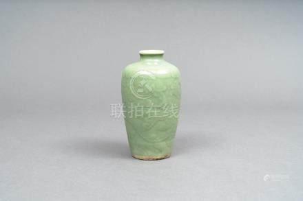 清 龍泉小瓶
