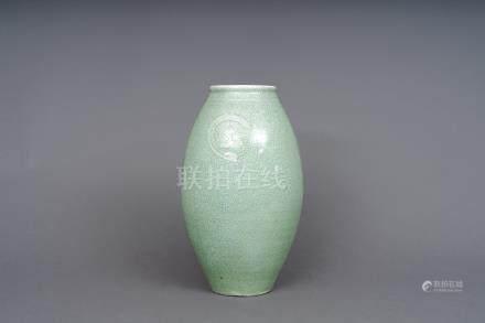 綠釉開片瓷瓶