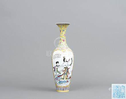 清 黃地粉彩故事人物瓶