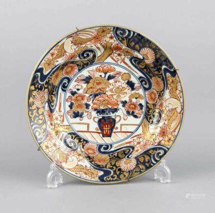 Teller, China, 19, Jh, Imari-Dekor in Unterglasurblau und Überglasurrot, Ziervergoldung, leicht