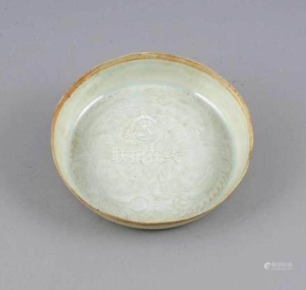 Schale mit Muster, China, Henan, Grabfund, Keramik, flache Form, geritzter Dekor, qingbai-Glasur,