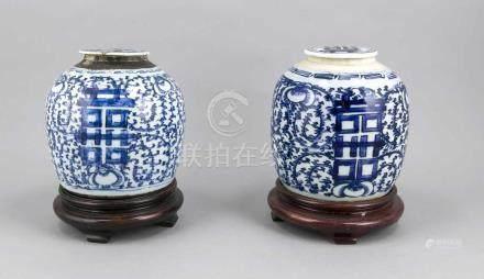 Zwei Ingwertöpfe, China, Canton-Provinz, 18./19. Jh., bauchige Form mit Deckel, Dekoration in