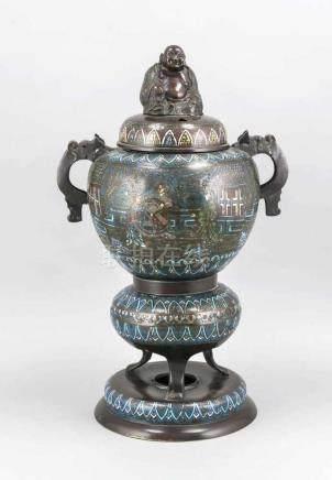 Großer Cloisonné-Weihrauchbrenner, China, 20. Jh., Drachen-Handhaben, Deckel mit lächelndem