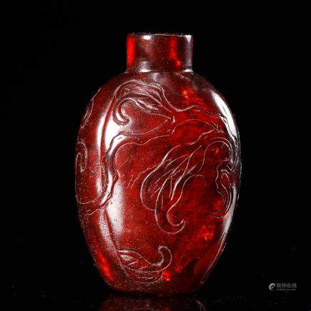 CHINESE AMBER CARVED SNUFF BOTTLE