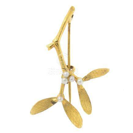 An early 20th century 15ct gold seed pearl brooch. Designed as a sprig of mistletoe, the seed