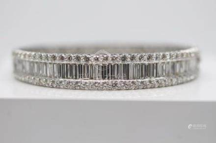 18ct White Gold Diamond Bangle, 10.64cts