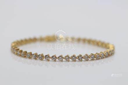 18ct Yellow Gold Ladies Diamond Bracelet, 5.70 Carats of Brilliant cut Diamonds