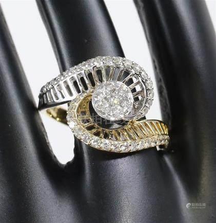 IGI Certified 18 K / 750 Yellow Gold Designer Diamond Ring