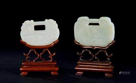 清 白玉鎖牌擺件 兩件
