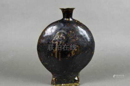 A black-glazed flatten flask