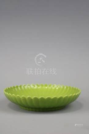 Yongzheng Mark,A Green Glazed Plate