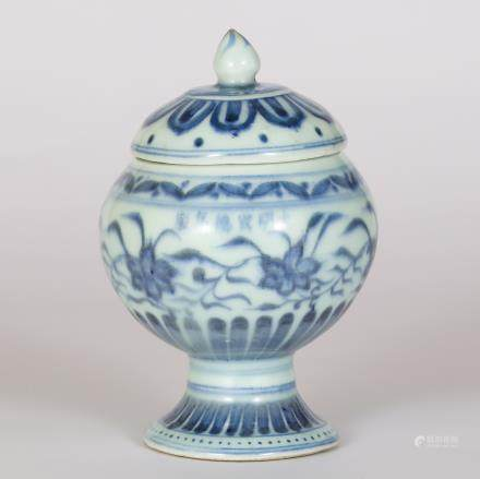 CHINESE BLUE AND WHITE COVER JAR