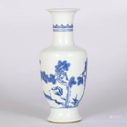 CHINESE BLUE AND WHITE FLOWER VASE
