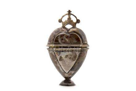 MID-19TH CENTURY SCANDINAVIAN WHITE METAL ETUI (or hovedvansaed) unmarked, in the form of a heart,