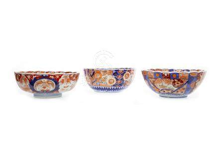 FOUR EARLY 20TH CENTURY JAPANESE IMARI BOWLS the largest bowl 26cm diameter, along with an imari