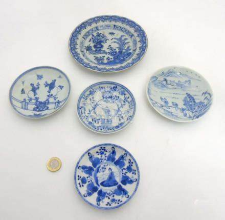 5 Chinese plates : a blue and white plate depicting a rock with butterflies and peonies on a