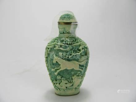 Qianlong: Green Lacquer Snuff Bottle