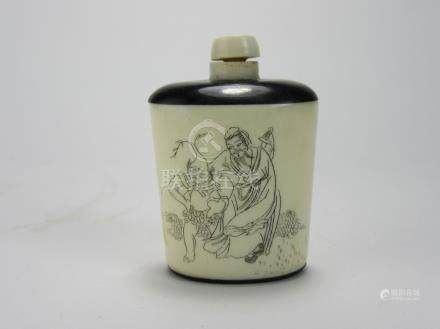 "Qing Dynasty: Black and White ""Poetry"" Snuff Bottle"