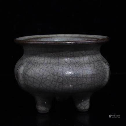 A JIN-COLORED GLAZE GE KILN THREE FEET FURNACE