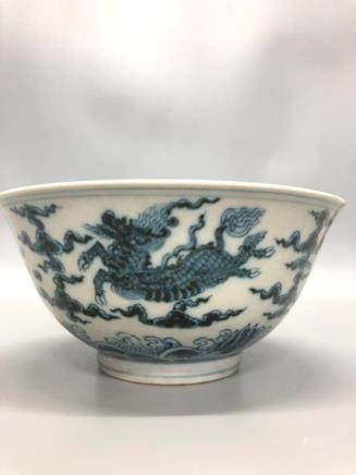 A BLUE&WHITE BEAST PATTERN BOWL