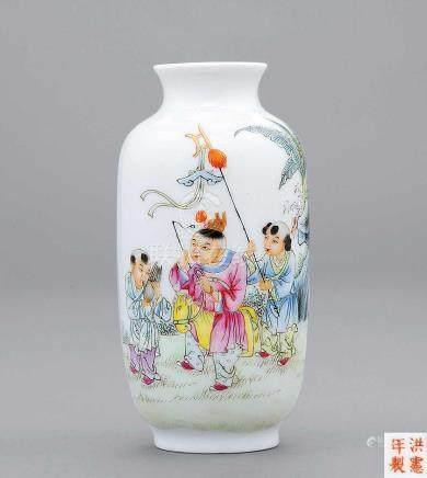 """民國 粉彩祝壽童子瓶 """"洪憲年製""""款"""