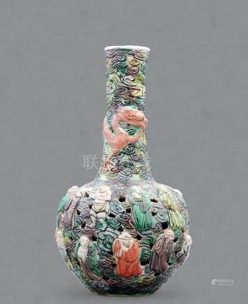 清 素三彩鏤空十八羅漢天球瓶