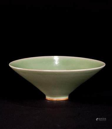 青釉笠式碗