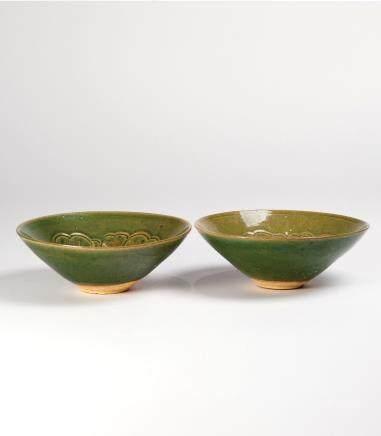 绿釉划花笠式碗一对