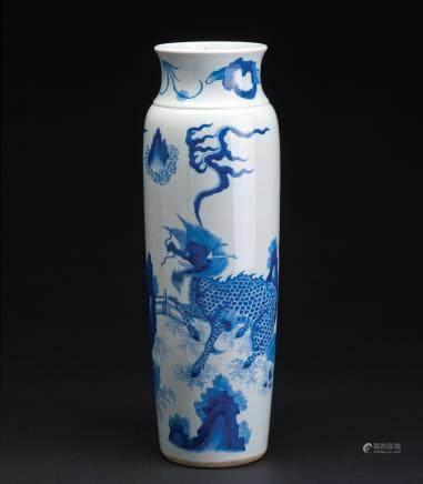 青花麒麟纹象腿瓶