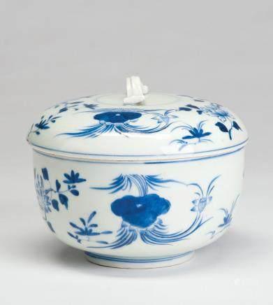 青花花卉纹盖罐