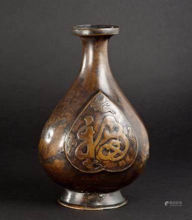 铜制福寿纹瓶