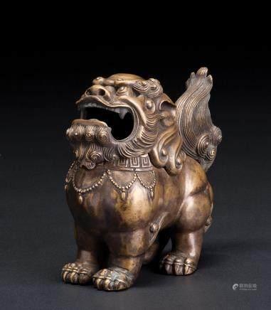 铜制狮型熏香炉