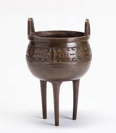 铜雕饕餮纹三足鼎