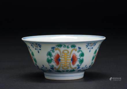 斗彩寿纹杯