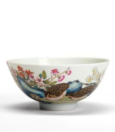 珐琅彩鹌鹑花石纹碗