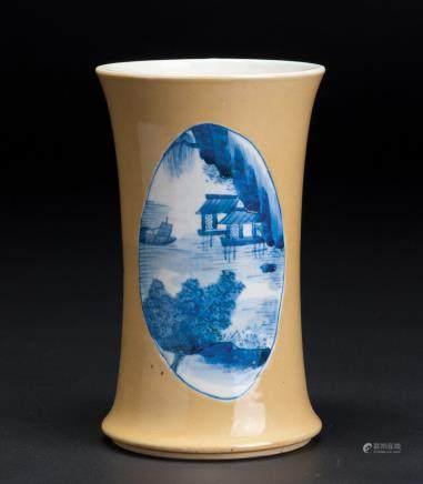 米黄地开窗山水纹直筒瓶