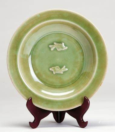 龙泉青釉双鱼盘