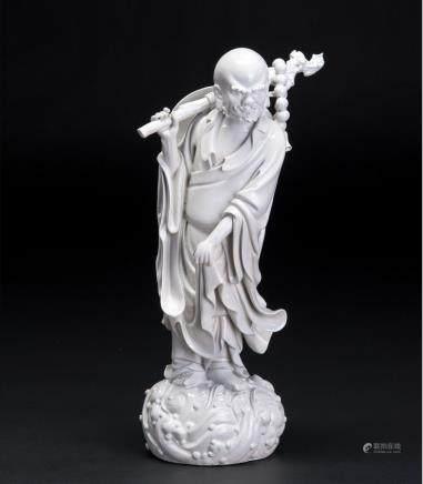 白瓷达摩一叶渡江立像