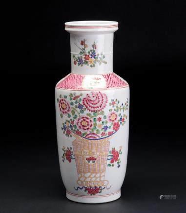 粉彩花卉纹棒槌瓶