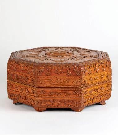 木雕福寿纹八角捧盒