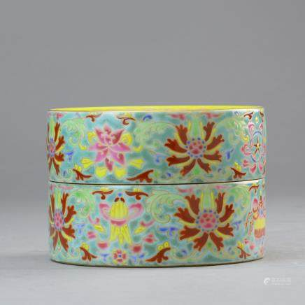 A famille Rose Box with lid,marked with period of Jiaqing,Qing dynasty