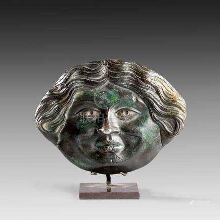 Visage de MéduseVisage de Méduse aux yeux incrustés d'argentBronze et argentArt Grec, Périod