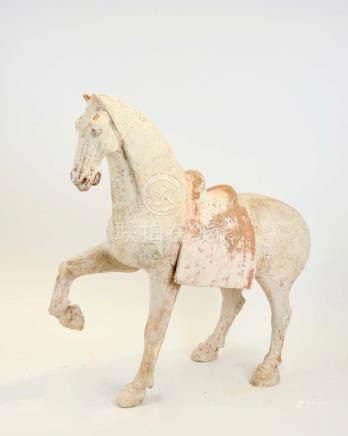Prancing horseCheval à patte avant droite levéeTerre cuite blanche à engobe et traces de pol