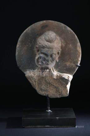Fasting buddha - AscèteGrèsArt gréco-bouddhique du Gandhara, I°-V° siècle H 34 cmProvenance: