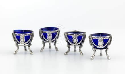 Suite de quatre coquetiers en argent. Paris 1783-1784 De forme ronde, ils reposent sur trois
