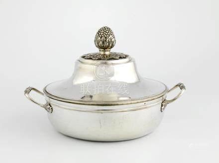 Légumier en argent uni. Paris 1788-1789 Le corps souligné d'une moulure de filets présente d