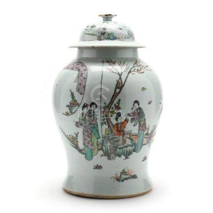A Large Chinese Export Porcelain Covered Jar