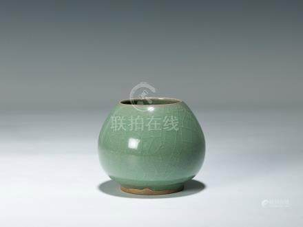 清 青釉水盂