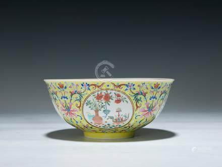 清 嘉慶 黃地粉彩纏枝花卉開光博古紋內牡丹壽石紋碗