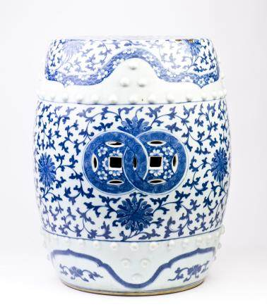 A BLUE AND WHITE BARREL-SHAPED GARDEN SEAT, MID-QING DYNASTY